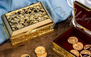 BLOWOUT SALE Beautiful gold plated arras box. Box is lined with burgundy velour. Fits large or small coins. COINS SOLD SEPARATELY measures 3 1/4 L x 2 1/2 W x 1 1/2 H