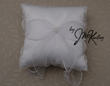 STUNNING White Wedding Arras Ring Pillow with a pearl cluster and sheer bow Arras de boda