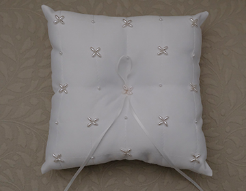 STUNNING White Wedding Arras Ring Pillow with pearl cluster details and ribbon Arras de b